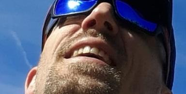 Mit Sonnenbrille klein